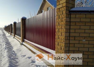 Комбинированный кирпичный забор